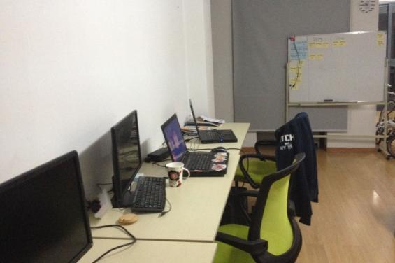 杭州杭州西湖风景名胜区半糖网络科技工作室办公环境-20150601